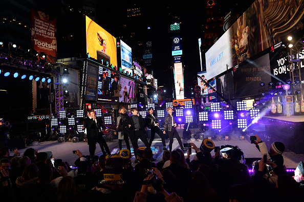 Kim Tae-Hyung「Times Square New Year's Eve 2020 Celebration」:写真・画像(18)[壁紙.com]