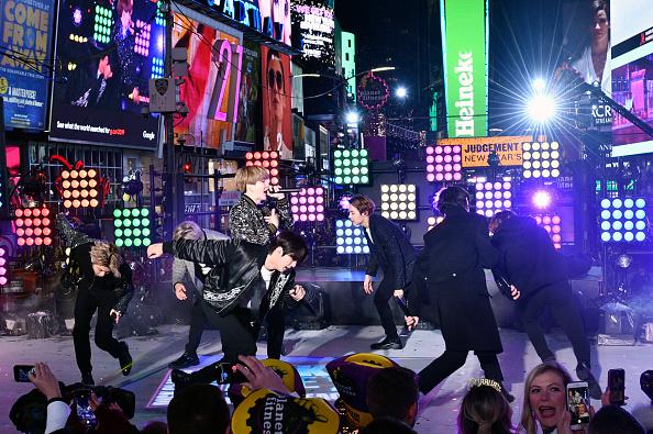Kim Tae-Hyung「Dick Clark's New Year's Rockin' Eve With Ryan Seacrest 2020」:写真・画像(13)[壁紙.com]