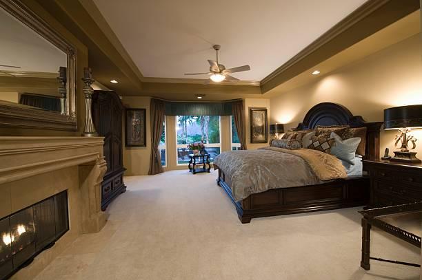 Palm Springs bedroom with dark wood furniture:スマホ壁紙(壁紙.com)
