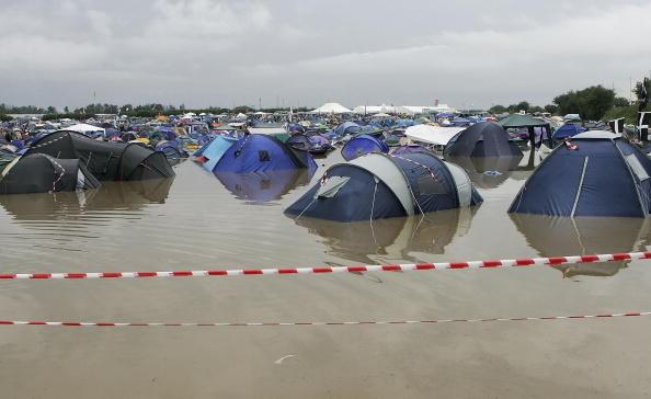 Torrential Rain「Glastonbury Music Festival 2005 - Day 1」:写真・画像(7)[壁紙.com]