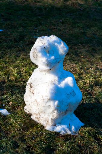 雪だるま「Germany, leftovers of snowman on a meadow」:スマホ壁紙(11)