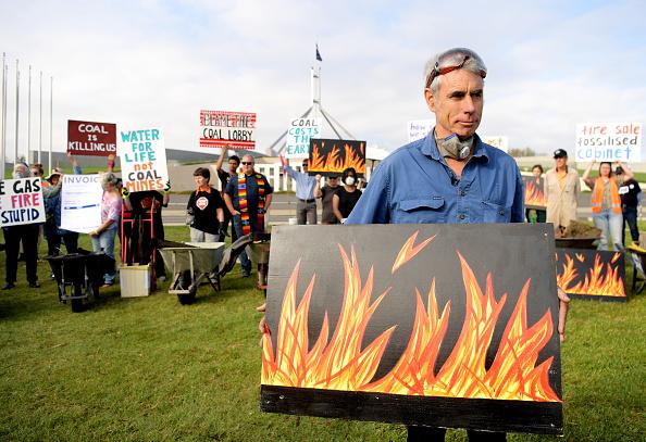 Burnt「Bushfire Survivors Deliver Burnt Debris To Parliament To Protest Against Coal Lobby」:写真・画像(16)[壁紙.com]