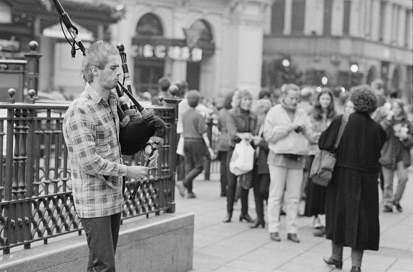 Steve Eason「Piccadilly Circus Busker」:写真・画像(16)[壁紙.com]