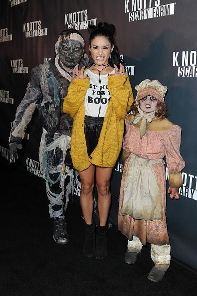 ヴァネッサ・ハジェンズ「Knott's Scary Farm Black Carpet - Red Carpet」:写真・画像(15)[壁紙.com]