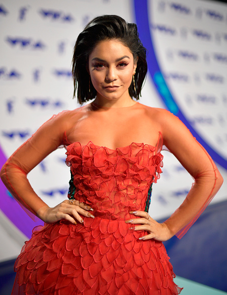 ヴァネッサ・ハジェンズ「2017 MTV Video Music Awards - Red Carpet」:写真・画像(5)[壁紙.com]