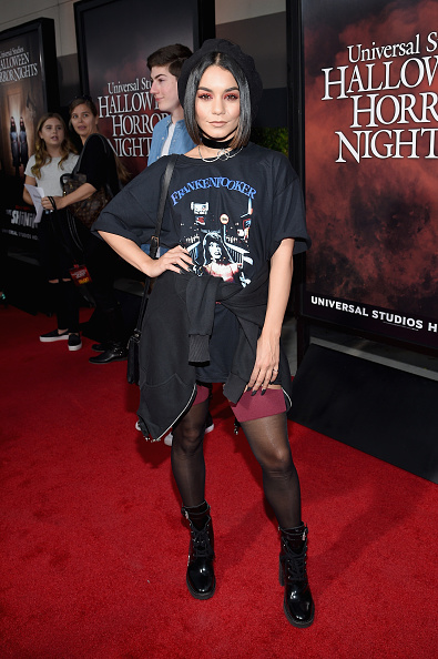 ヴァネッサ・ハジェンズ「Halloween Horror Nights Opening Night Red Carpet」:写真・画像(6)[壁紙.com]