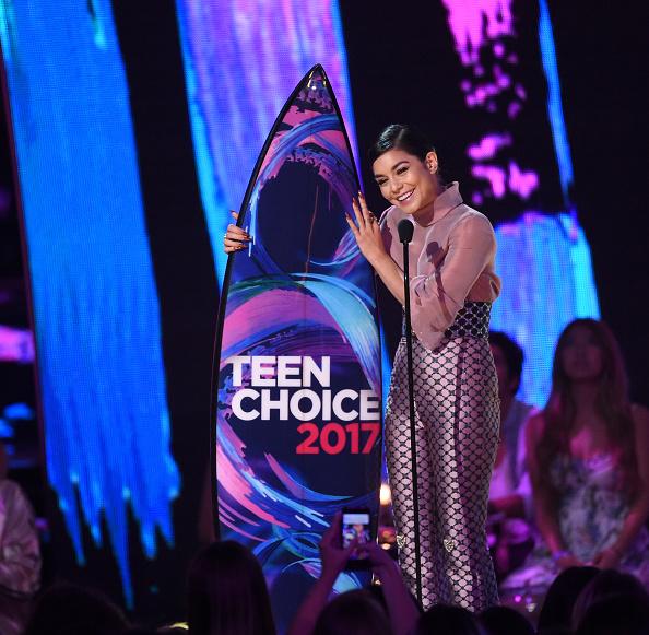 ヴァネッサ・ハジェンズ「Teen Choice Awards 2017 - Show」:写真・画像(2)[壁紙.com]