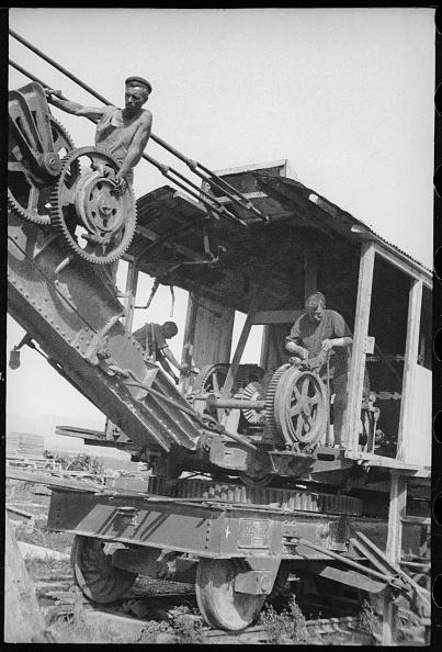 Max Penson「An Excavator Operator」:写真・画像(4)[壁紙.com]