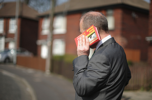 Hiding「Labour Party Candidate Simon Danczuk Campaigns Ahead Of The General Election」:写真・画像(15)[壁紙.com]