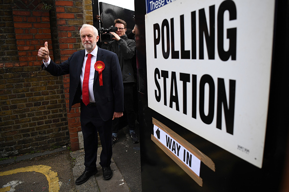 Full Length「Leader Of The Labour Party Jeremy Corbyn Casts His Vote In The 2017 General Election」:写真・画像(7)[壁紙.com]