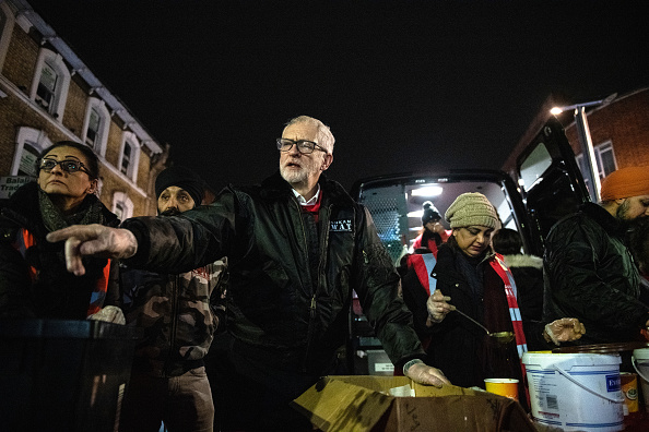 Volunteer「Jeremy Corbyn Helps At Sikh Homeless Outreach Centre」:写真・画像(14)[壁紙.com]