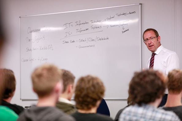 Politics and Government「Andrew Little Details New Labour Tertiary Education Policy」:写真・画像(5)[壁紙.com]