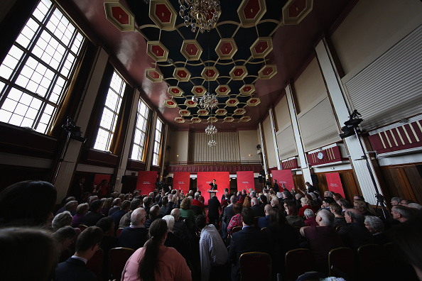 Politics and Government「Labour Party Leader Ed Miliband Holds Q&A In Bury」:写真・画像(15)[壁紙.com]