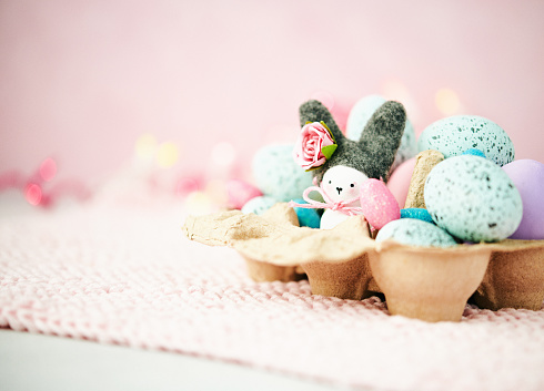 Easter Bunny「Handmade Easter bunny in cardboard egg carton with Easter eggs」:スマホ壁紙(1)