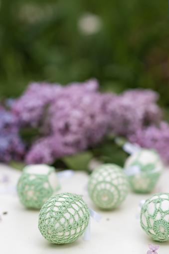 イースター「Handmade Easter eggs and Lilac flowers」:スマホ壁紙(13)