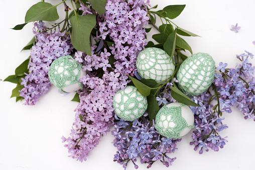 イースター「Handmade Easter eggs and Lilac flowers」:スマホ壁紙(14)