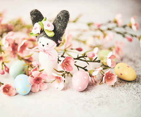 Easter Bunny「Handmade Easter bunny with pastel colored flowers and Easter eggs」:スマホ壁紙(18)