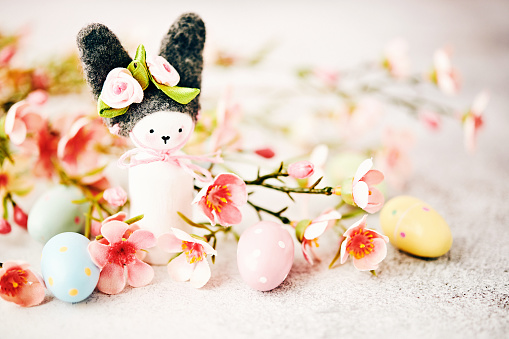 Easter Bunny「Handmade Easter bunny with pastel colored flowers and Easter eggs」:スマホ壁紙(6)