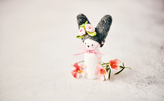 Baby Rabbit「Handmade Easter bunny with blossoms」:スマホ壁紙(13)