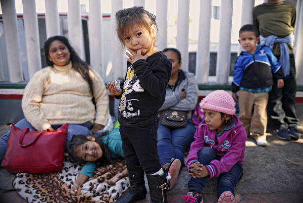 Undocumented Migrants Await Asylum Hearings in Tijuana:ニュース(壁紙.com)