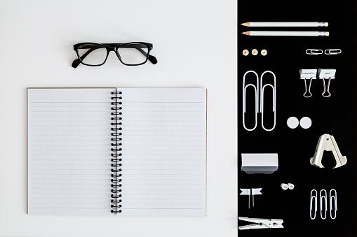Collection「White office utensils on black background and notepad and glasses on whilte background」:スマホ壁紙(7)