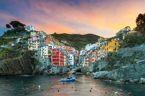 Cinque Terre「Italy, Cinque Terre, Riomaggiore, Townscape at sunset」:スマホ壁紙(12)
