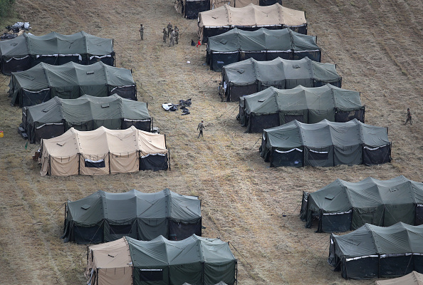 Tent「Troops Arrive To U.S. Mexico Border Spots Where Migrant Caravan May Arrive In Coming Weeks」:写真・画像(8)[壁紙.com]