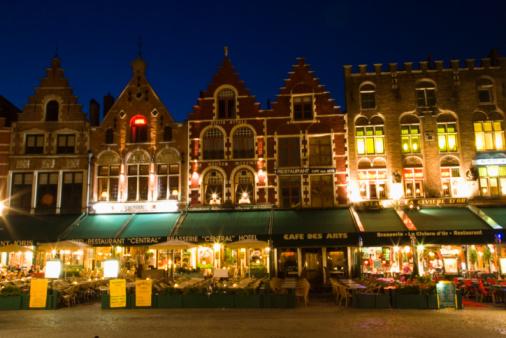 West Flanders「Belgium, Flanders, Bruges, The Market illuminated at dusk」:スマホ壁紙(19)
