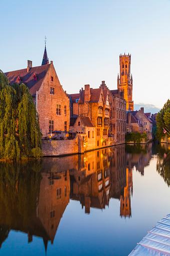 West Flanders「Belgium, Flanders, Bruges, Old town, Rozenhoedkaai, Canal and Belfry Tower in the evening」:スマホ壁紙(9)