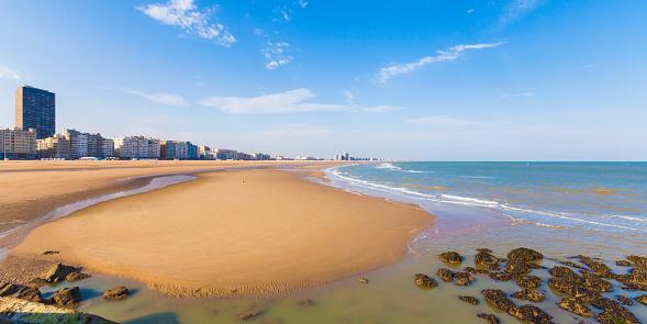 West Flanders「Belgium, Flanders, Ostende, North sea seaside resort, Panorama of beach」:スマホ壁紙(8)