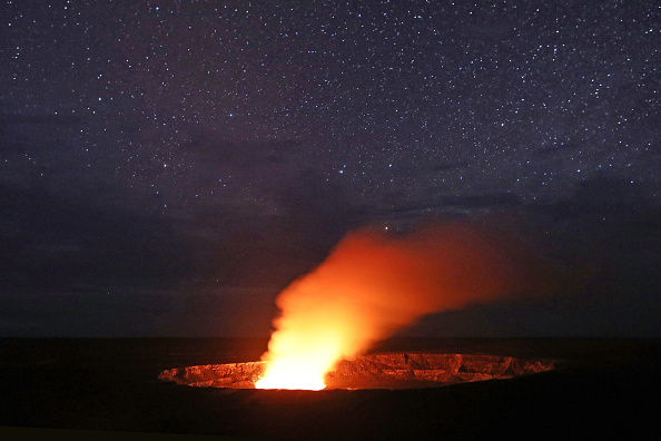 Politics and Government「Hawaii's Kilauea Volcano Erupts Forcing Evacuations」:写真・画像(2)[壁紙.com]