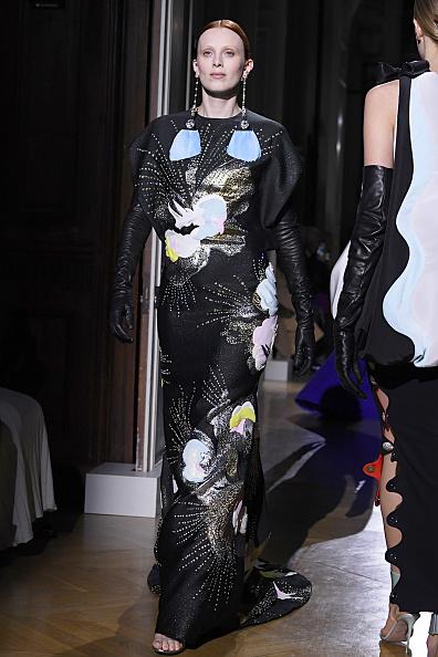 Evening Glove「Valentino : Runway - Paris Fashion Week - Haute Couture Spring/Summer 2020」:写真・画像(7)[壁紙.com]