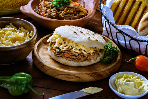 Salt - Seasoning「Venezuelan traditional food, Arepa with shredded cheese and meat (Pelua). Ingredients on a table in a rustic kitchen.」:スマホ壁紙(19)