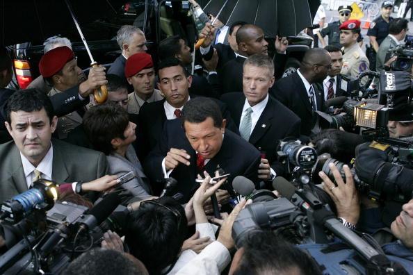 United Nations Building「Hugo Chavez Gives Impromptu Press Conference In Front Of U.N.」:写真・画像(2)[壁紙.com]