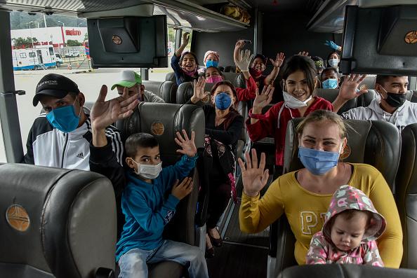Latin America「Venezuelan Migrants In Bogota Return Home Due To Effects  of Coronavirus Crisis」:写真・画像(2)[壁紙.com]