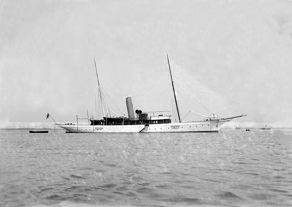 1900「The Steam Yacht Grainaig At Anchor」:写真・画像(2)[壁紙.com]