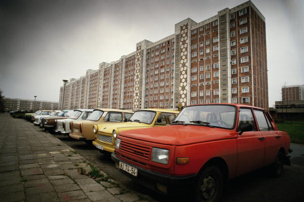 In A Row「East German Cars」:写真・画像(3)[壁紙.com]