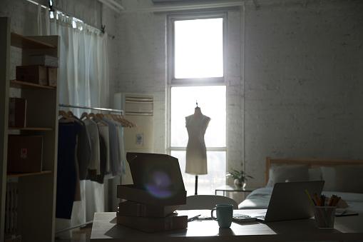 Small Office「Design studio」:スマホ壁紙(3)
