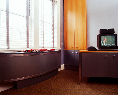 1990-1999「Red Model Cars Displayed on Low Curved Cabinet in Front of Window」:スマホ壁紙(2)