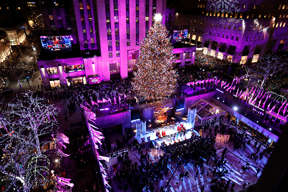 Christmas「86th Annual Rockefeller Center Christmas Tree Lighting Ceremony」:写真・画像(1)[壁紙.com]