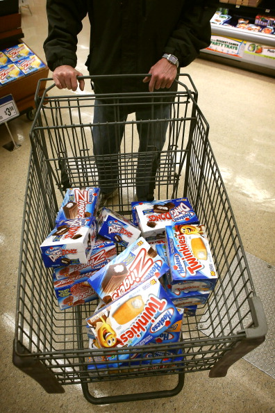 Unhealthy Eating「Last Shipment Of Hostess Twinkies Arrives In Chicago Area Stores」:写真・画像(3)[壁紙.com]