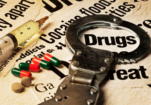 Sepia Toned「Syringe, pills and handcuffs on stained drug-related headlines」:スマホ壁紙(4)