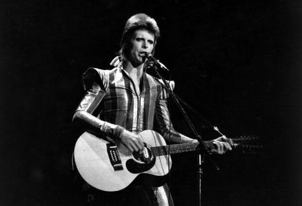 横位置「Ziggy Plays Guitar」:写真・画像(1)[壁紙.com]