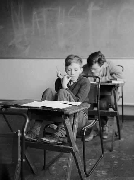 Elementary Student「Thinking」:写真・画像(1)[壁紙.com]