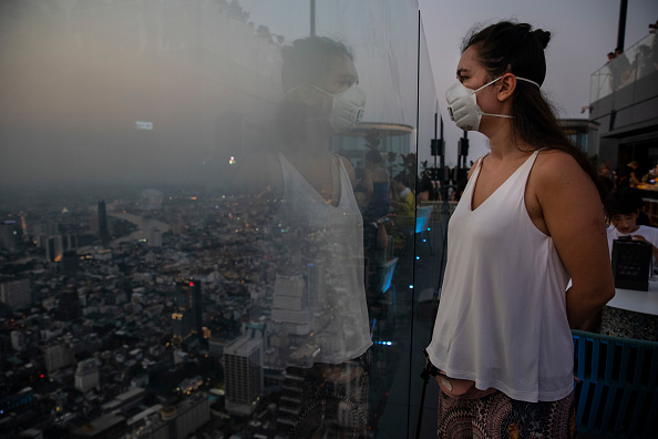 Office Building Exterior「Smog and Pollution Continue to Effect Bangkok and Northern Thailand」:写真・画像(8)[壁紙.com]