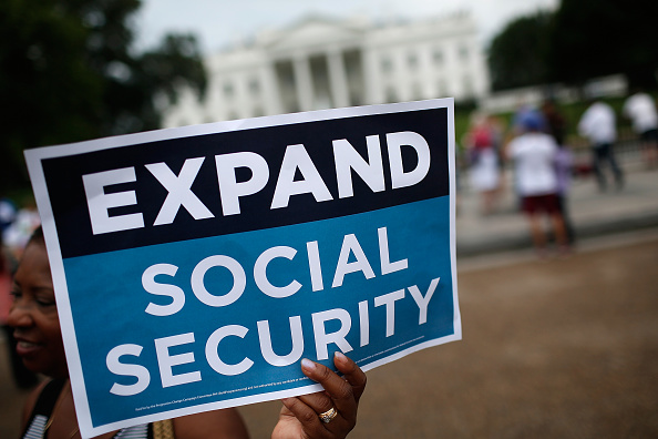 Social Security「Activists, Unions Rally In Support Of Expanded Social Security Benefits」:写真・画像(8)[壁紙.com]