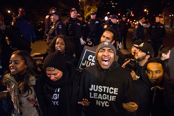 Motion「Demonstrators Protest On One-Year Anniversary Of Eric Garner's Death In NYC」:写真・画像(6)[壁紙.com]