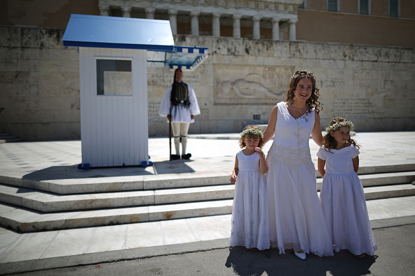 Bride「The People Of Greece Vote In A Referendum Over Debt Bailout Terms」:写真・画像(18)[壁紙.com]