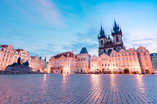 Baroque Style「Long exposure   of Church of Our Lady before Týn in Old Town Hall Tower in Prague」:スマホ壁紙(8)