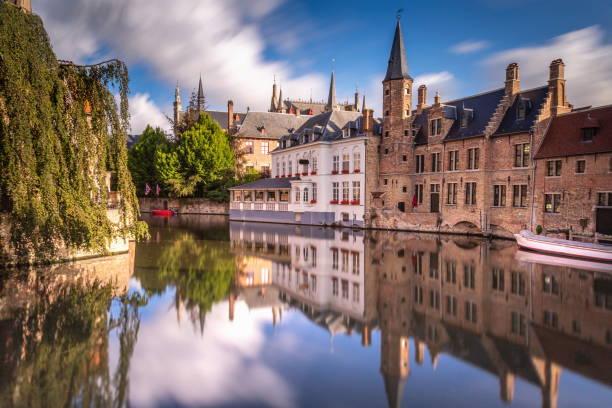 Long exposure Idyllic blurred Rozenhoedkaai at sunrise – Bruges - Belgium:スマホ壁紙(壁紙.com)